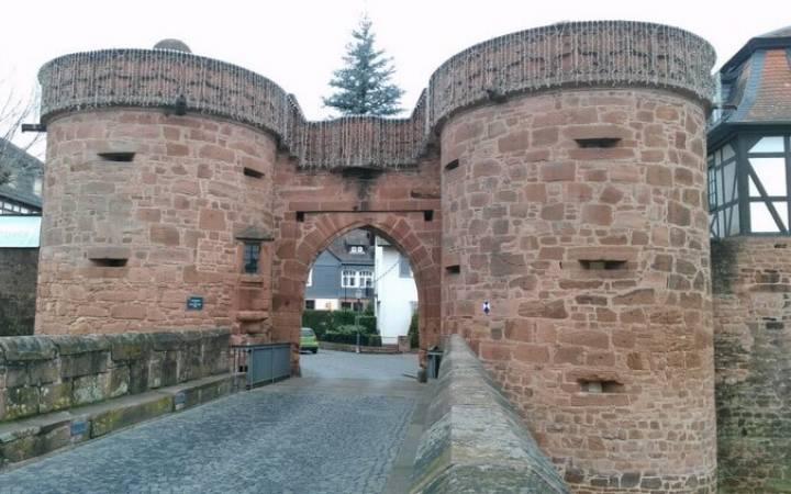 Куда поехать из Франкфурта на 1-2-3 дня? Средневековый город Бюденген