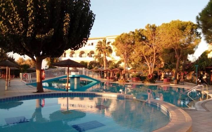Sunrise Hotel Rhodes — проверен на прочность и одобрен шестью детьми