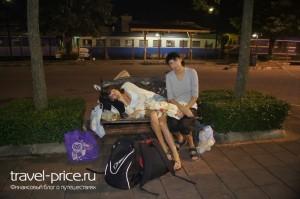 Поезд Таиланд. Вокзал Сураттани,Бангкок