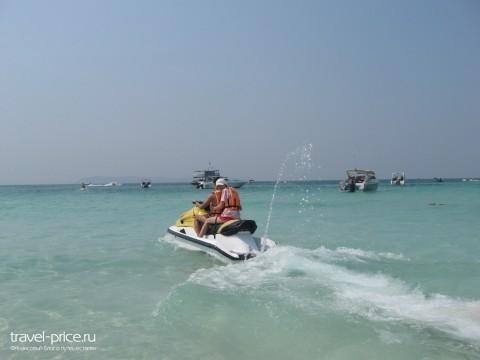 Развод туристов в Таиланде водный мотоциклы